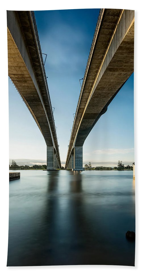 Gateway Bridge Brisbane Bath Sheet featuring the photograph Gateway Bridge Brisbane Colour by Charles King