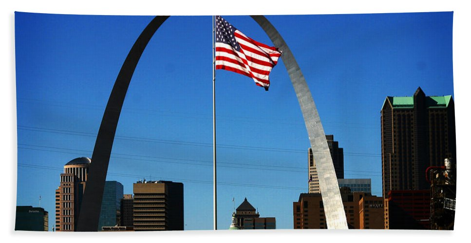 Arch Hand Towel featuring the photograph Gateway To The West by Anthony Jones