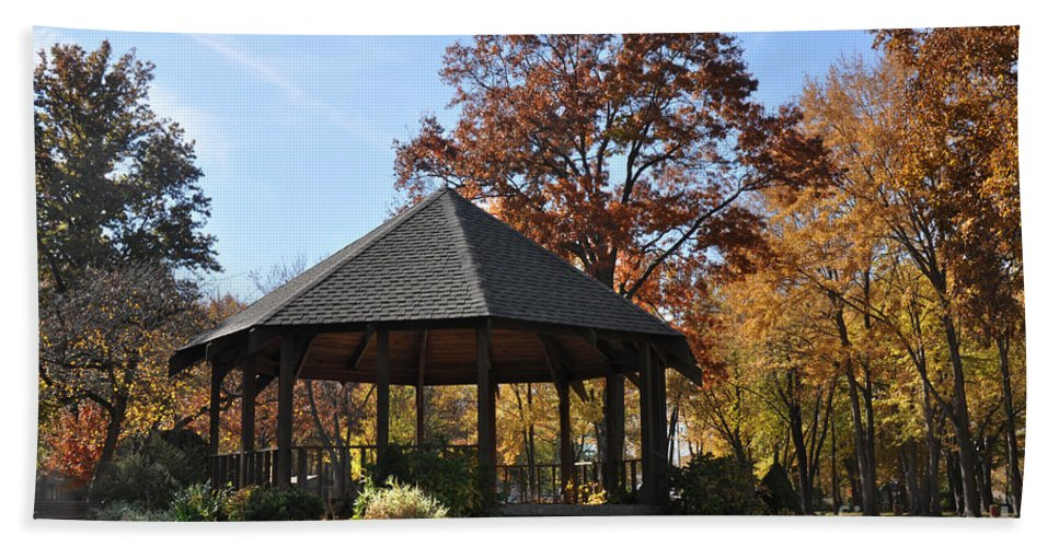 North Ridgeville Hand Towel featuring the photograph Gazebo At North Ridgeville - Autumn by Mark Madere