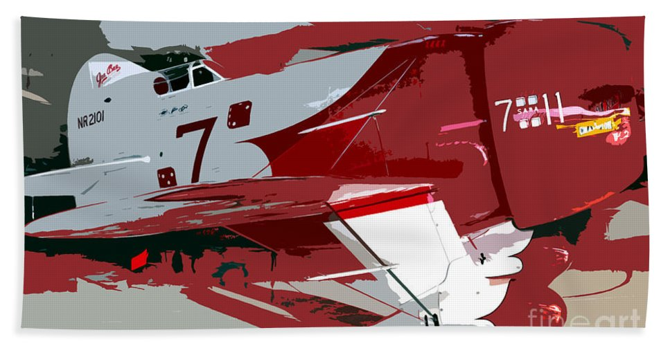 Gee Bee Racer Bath Towel featuring the painting Gee Bee Racer by David Lee Thompson