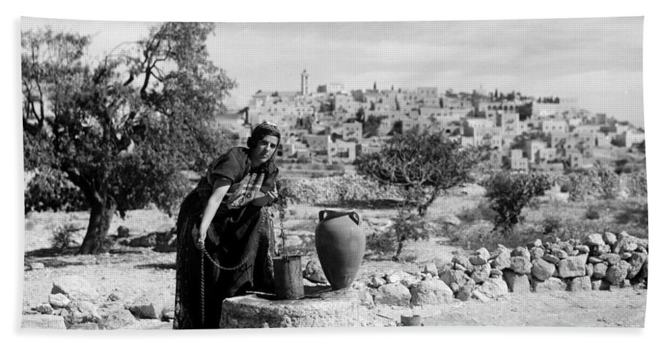 Bethlehem Hand Towel featuring the photograph Getting The Water by Munir Alawi