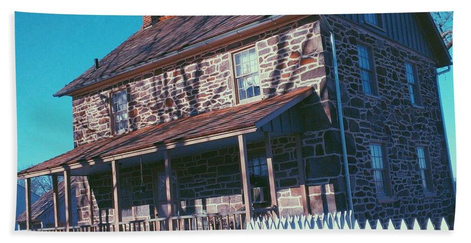 Gettysburg Hand Towel featuring the photograph Gettysburg Series Weikert House by Paul Kercher
