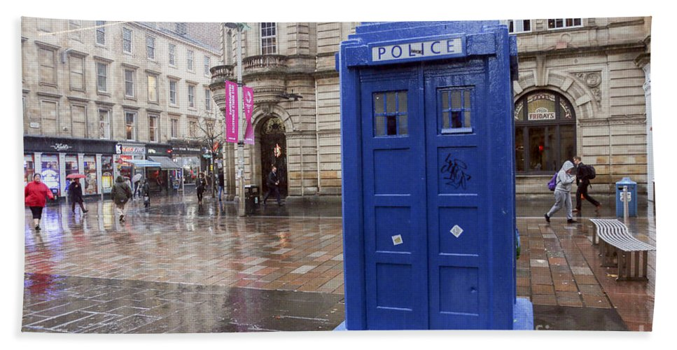 Tardis Hand Towel featuring the photograph Glasgow, Scotland by Lilach Weiss