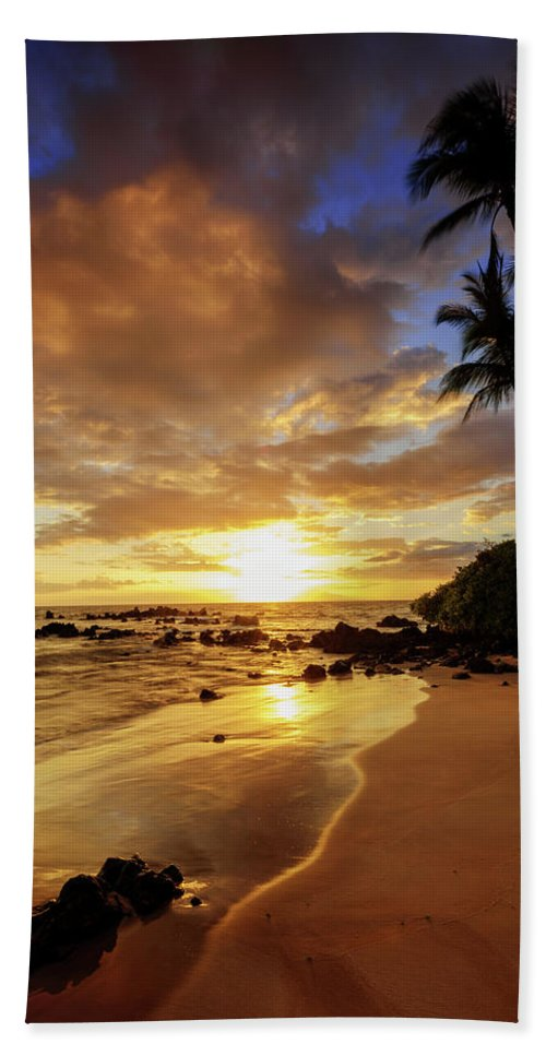 Glorious Bath Towel featuring the photograph Glorious by Chad Dutson