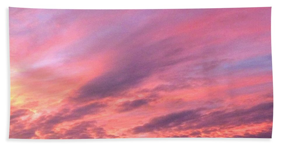 Sunset Bath Towel featuring the photograph Glorious Nightfall by Will Borden