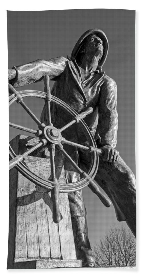 Gloucester Hand Towel featuring the photograph Gloucester Fisherman's Memorial Statue Black And White by Toby McGuire