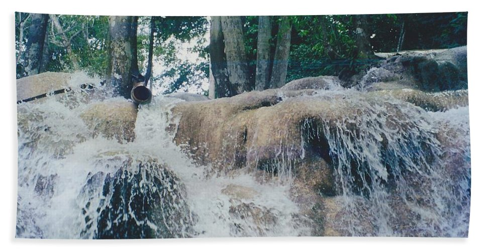 Water Hand Towel featuring the photograph Gold Rock by Michelle Powell