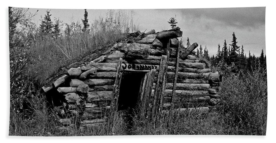 Gold Bath Towel featuring the photograph Gold Rush Cabin - Yukon by Juergen Weiss