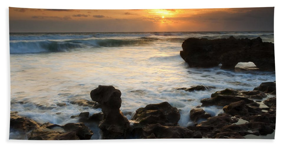 Sunrise Bath Sheet featuring the photograph Golden Arch by Mike Dawson