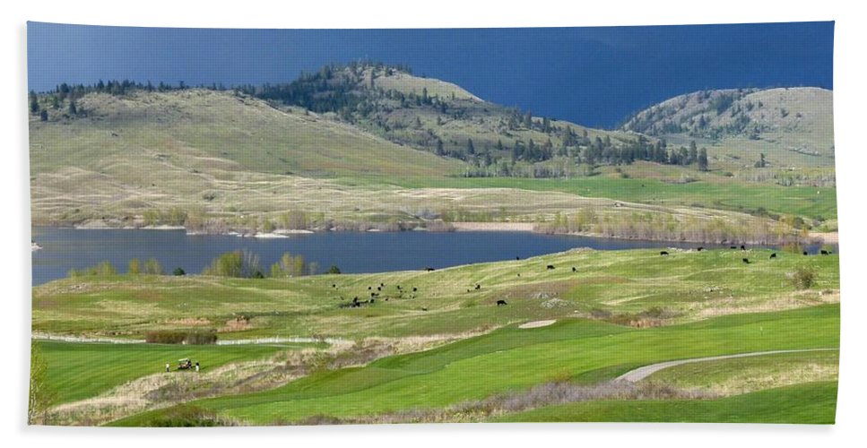 Golfing Hand Towel featuring the photograph Golfing And Grazing by Will Borden