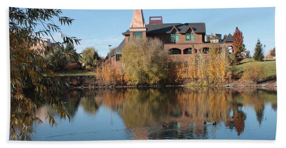 Washington Hand Towel featuring the photograph Gonzaga Art Building by Carol Groenen