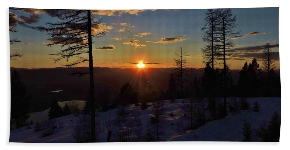 Mountains Hand Towel featuring the photograph Goodnight Montana by Eric Fellegy