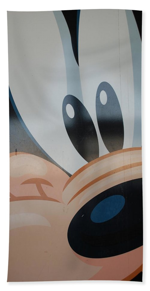Disney Bath Towel featuring the photograph Goofy by Rob Hans