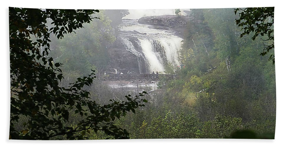 Water Fall Hand Towel featuring the photograph Gooseberry Falls by Bill Lere