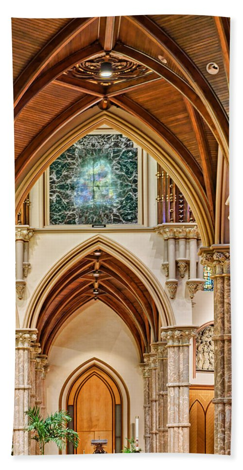 Chicago Bath Towel featuring the photograph Gothic Arches - Holy Name Cathedral - Chicago by Nikolyn McDonald