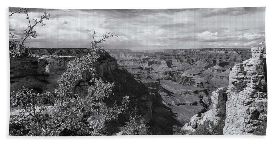 Grand Canyon Bath Towel featuring the photograph Grand Canyon No. 7 Bw by Belinda Greb