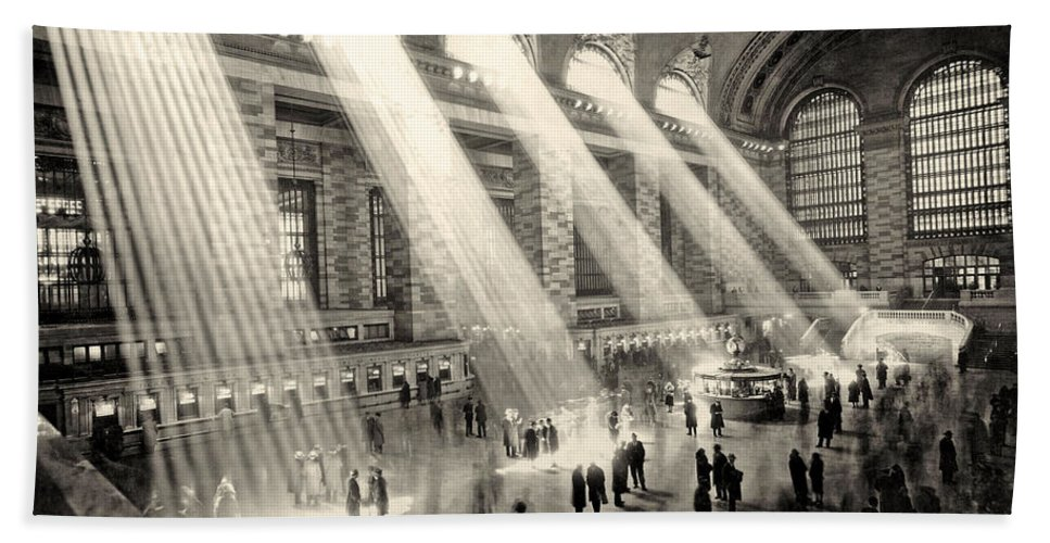 Grand Central Hand Towel featuring the photograph Grand Central Terminal, New York In The Thirties by American School