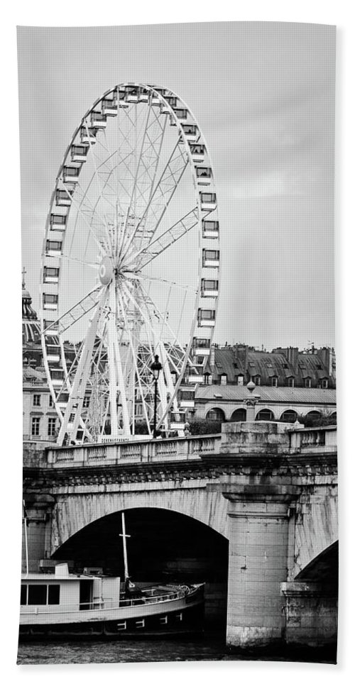 Black And White Hand Towel featuring the photograph Grande Roue In Paris - Black And White by Melanie Alexandra Price
