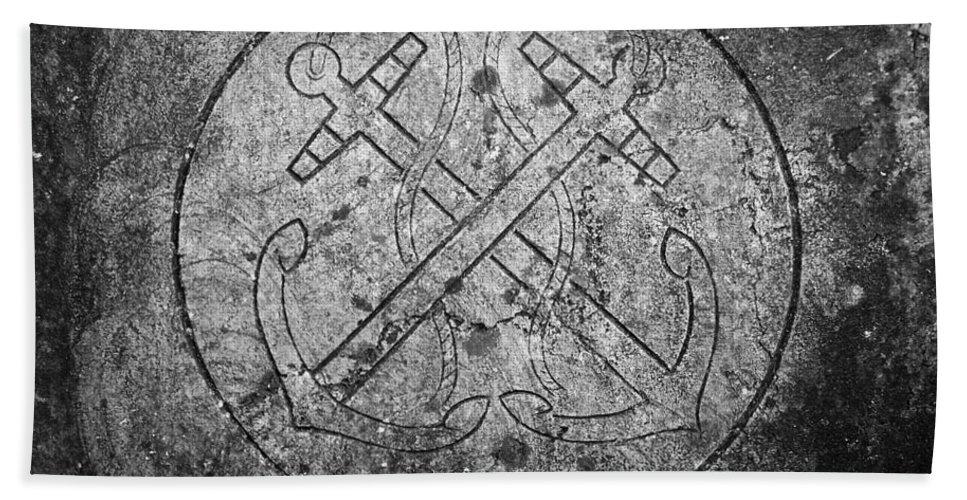 Irish Bath Towel featuring the photograph Grave Of Cadet Soady Macroom Ireland by Teresa Mucha