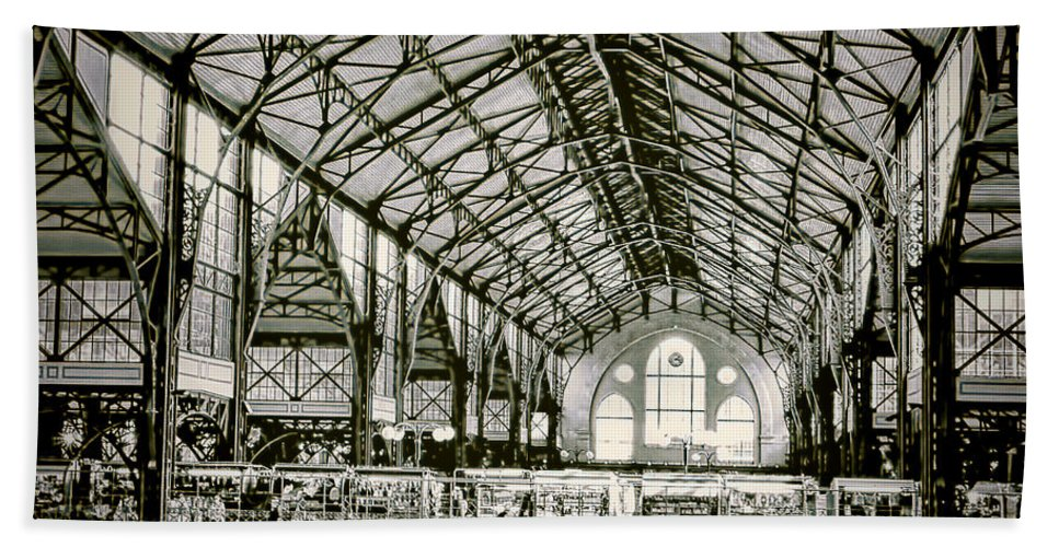 Hungary Hand Towel featuring the photograph Great Market Hall by Claude LeTien
