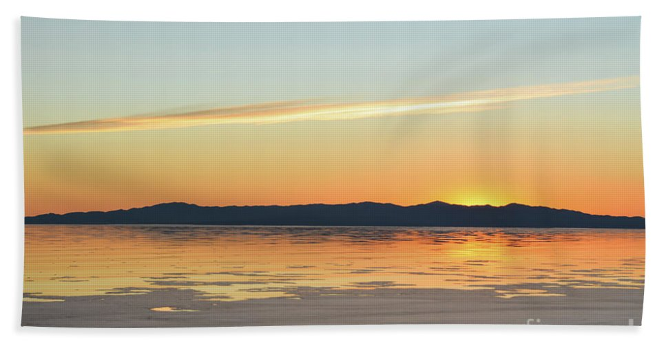 Sunset Hand Towel featuring the photograph Great Salt Lake At Sunset 4 by Ellen Nicole Allen