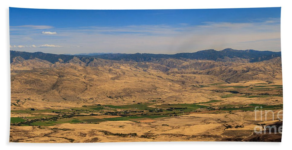 Idaho Bath Sheet featuring the photograph Great View by Robert Bales