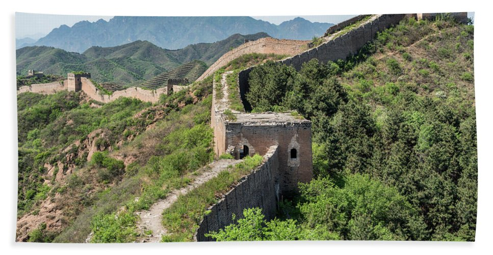Great Wall Hand Towel featuring the photograph Great Wall Of China by Ben Tucker