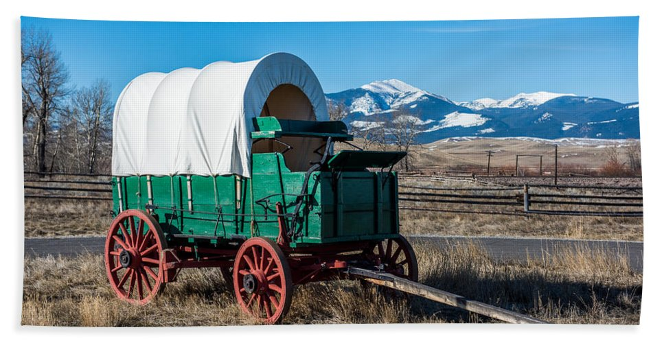 Green Covered Wagon Hand Towel featuring the photograph Green Covered Wagon by Paul Freidlund