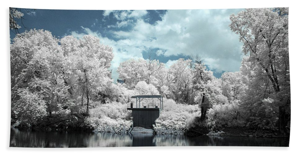 Green Hand Towel featuring the photograph Green River Ir by Amber Flowers