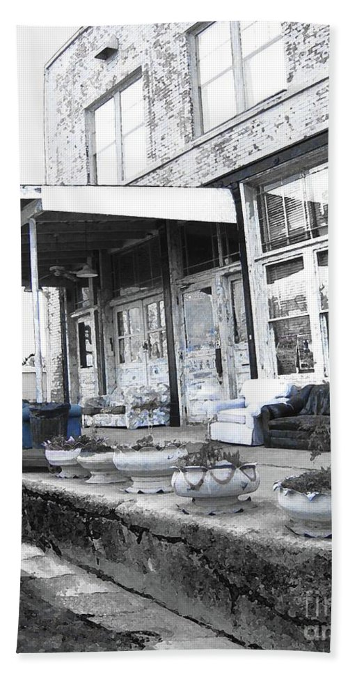 Clarksdale Bath Sheet featuring the digital art Ground Zero by Lizi Beard-Ward