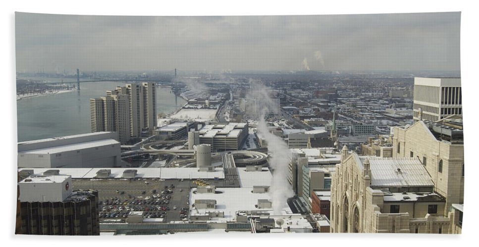 Detroit Bath Sheet featuring the photograph Guardian Building View by Michael Peychich