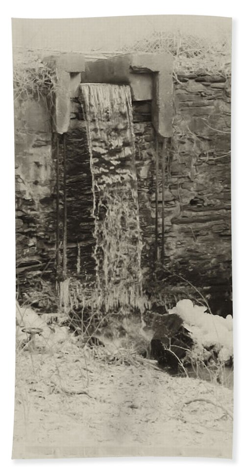 Philadelphia Hand Towel featuring the photograph Hagys Mill by Bill Cannon