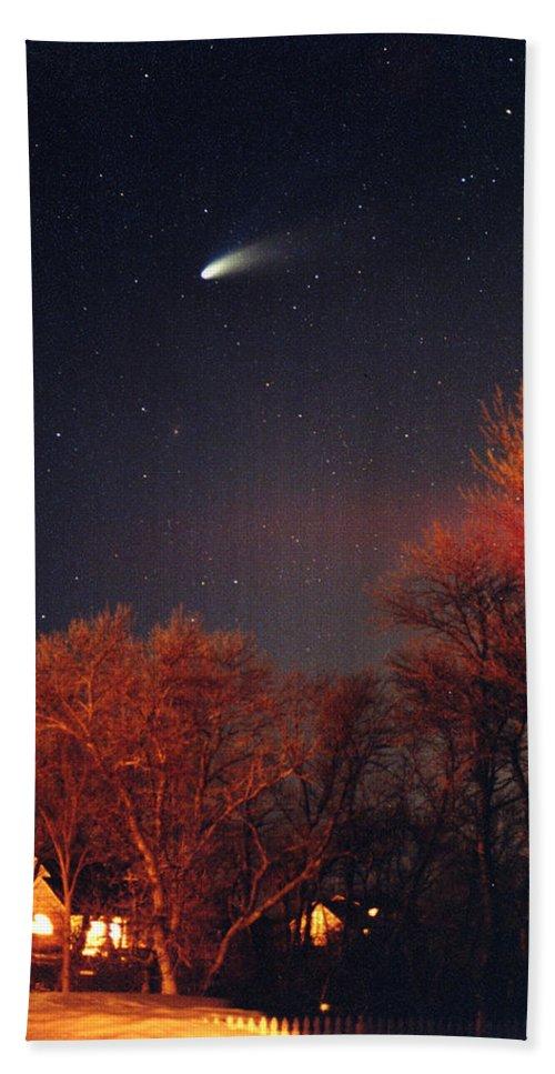 Comet Hand Towel featuring the photograph Hale-bopp Comet by Nancy Mueller