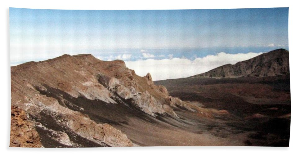 1986 Bath Towel featuring the photograph Haleakala Crater by Will Borden