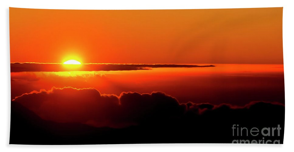 Sunrise Hand Towel featuring the photograph Maui Hawaii Haleakala National Park Sunrise IIi by Jim Cazel