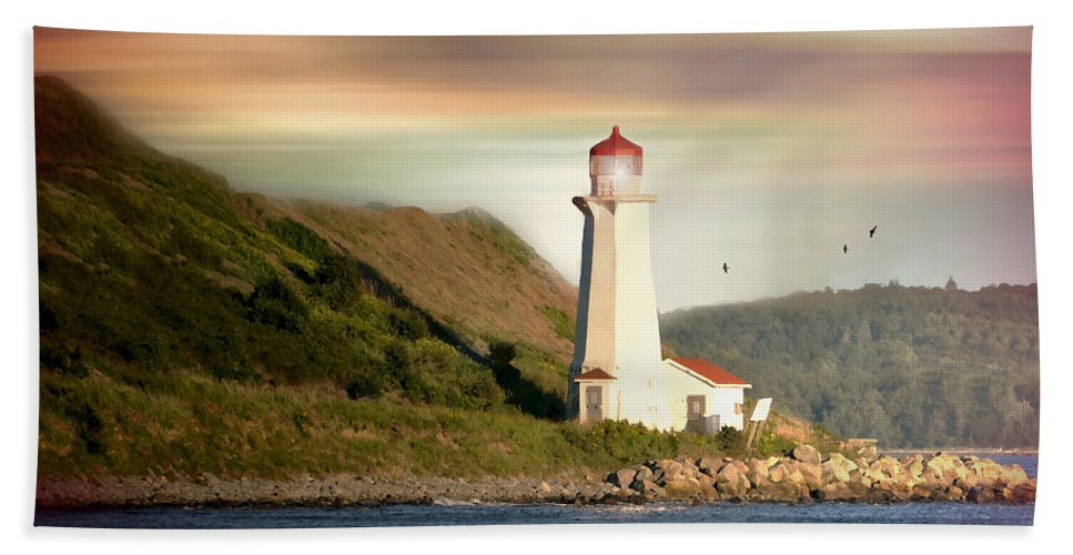 Halifax Hand Towel featuring the photograph Halifax Harbor Lighthouse by Diana Angstadt