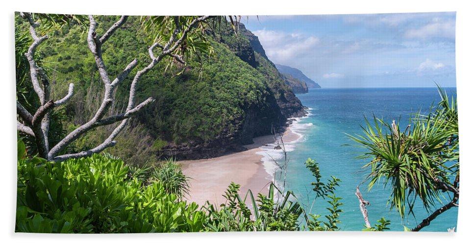 Na Pali Coast Hand Towel featuring the photograph Hanakapiai Beach by Brian Harig