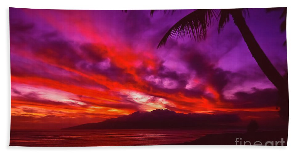 Landscapes Bath Towel featuring the photograph Hand Of Fire by Jim Cazel