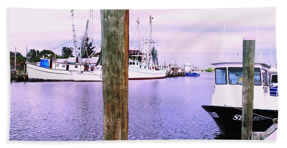Tarpon Springs Bath Towel featuring the photograph Harbor Master by Ian MacDonald