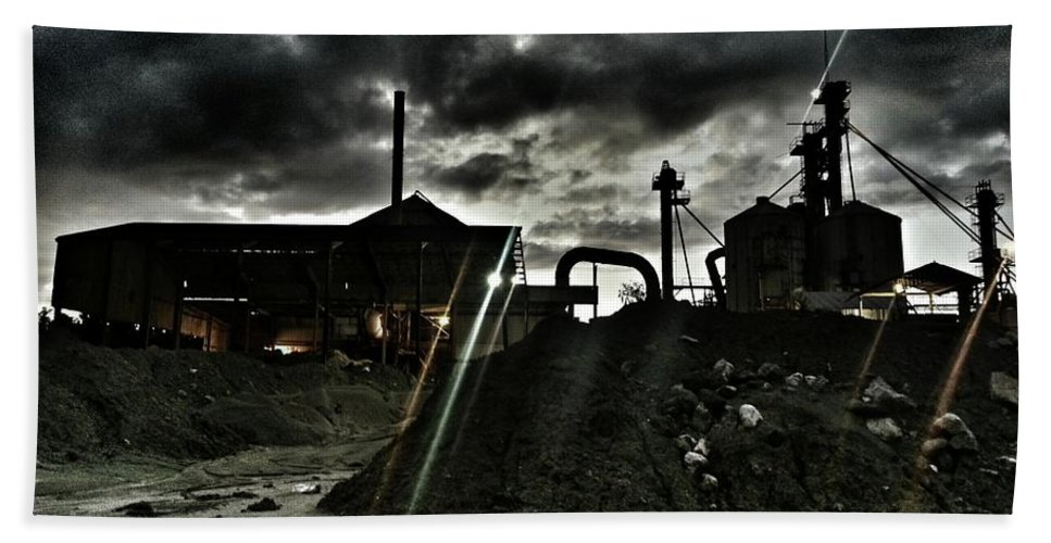 Landscape Hand Towel featuring the photograph Haunting by Brian Groves