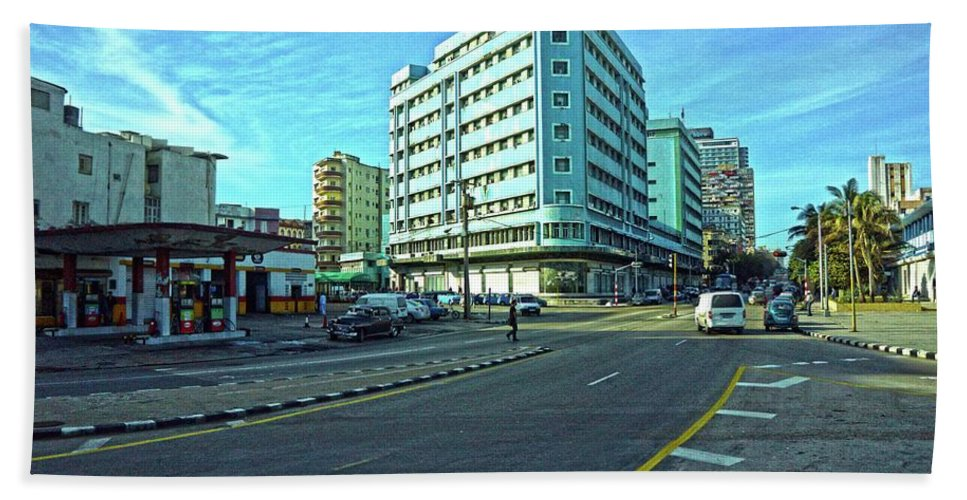 Havana Hand Towel featuring the photograph Havana-45 by Rezzan Erguvan-Onal