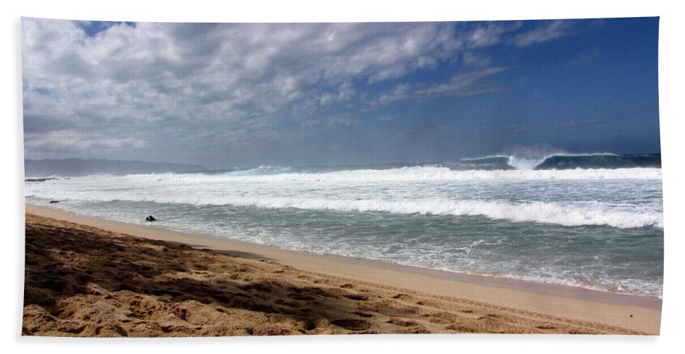 Hawaii Hand Towel featuring the photograph Hawaii Northshore by Sarah Houser