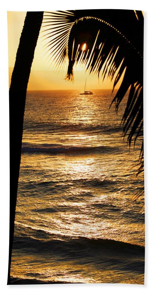 Hawaii Hand Towel featuring the photograph Hawaiin Sunset by Marilyn Hunt