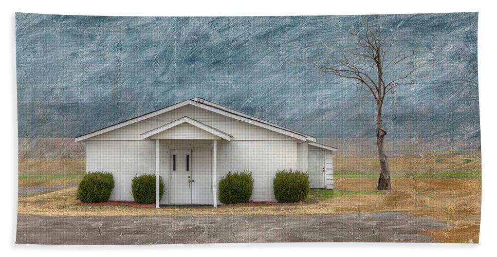 Horizontal Bath Towel featuring the digital art Haywood City Missouri by Larry Braun