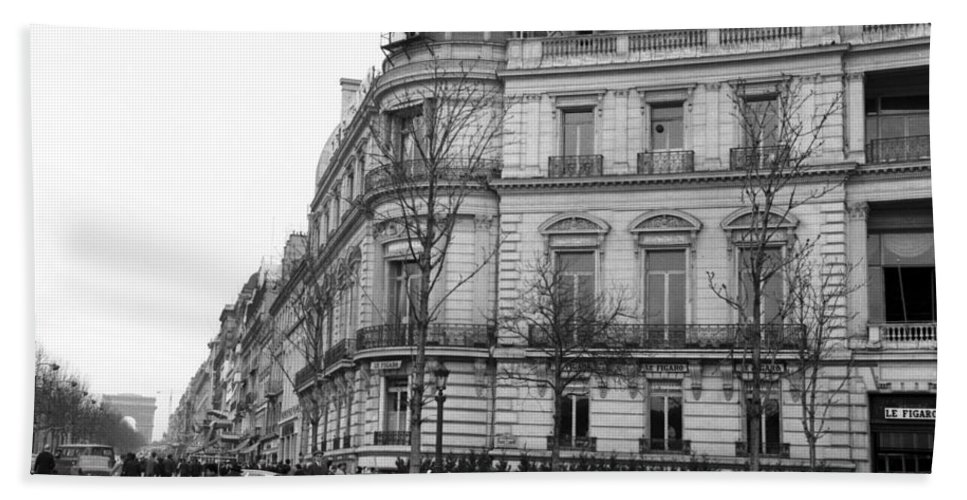 Head office of the french newspaper le figaro rond point des