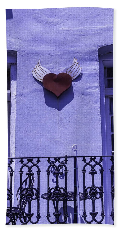 Heart Bath Towel featuring the photograph Heart On Wall by Garry Gay