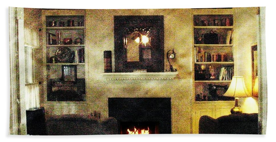 Den Hand Towel featuring the photograph Heat Of The Moment by Ellen Cannon