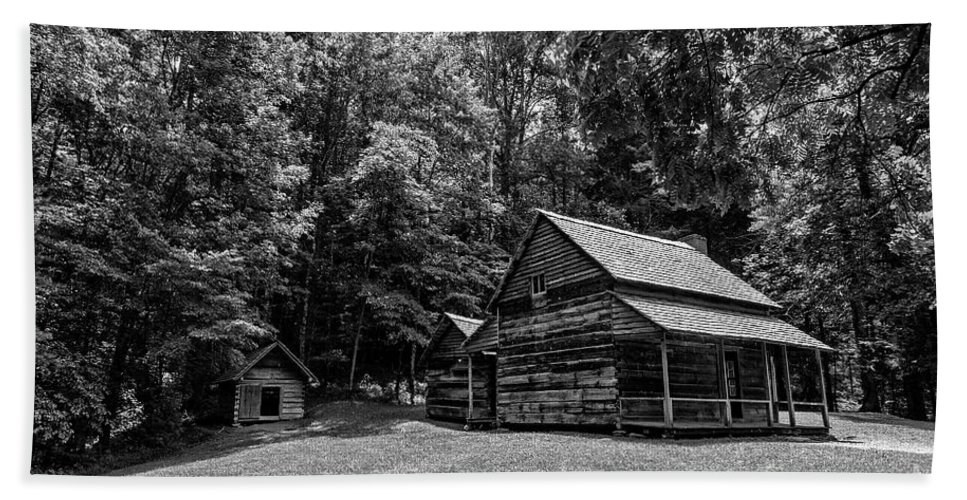 Log Cabin Hand Towel featuring the photograph Henry Whitehead Place by Rodney Cammauf