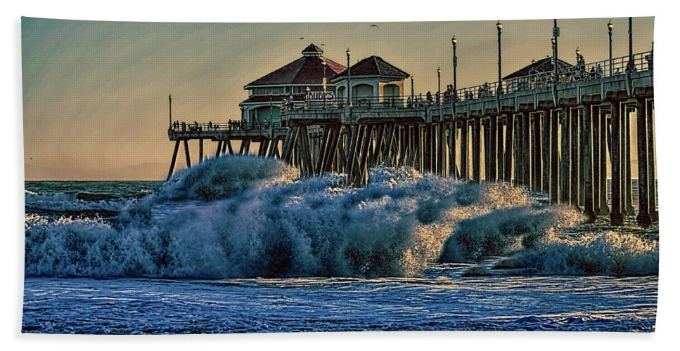 2014 Hand Towel featuring the photograph High Hurricane Surf At Huntington Beach by Tommy Anderson