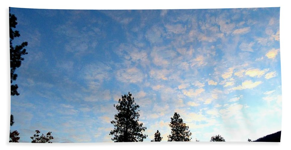 Sunrise Hand Towel featuring the photograph Highland Sunrise by Will Borden